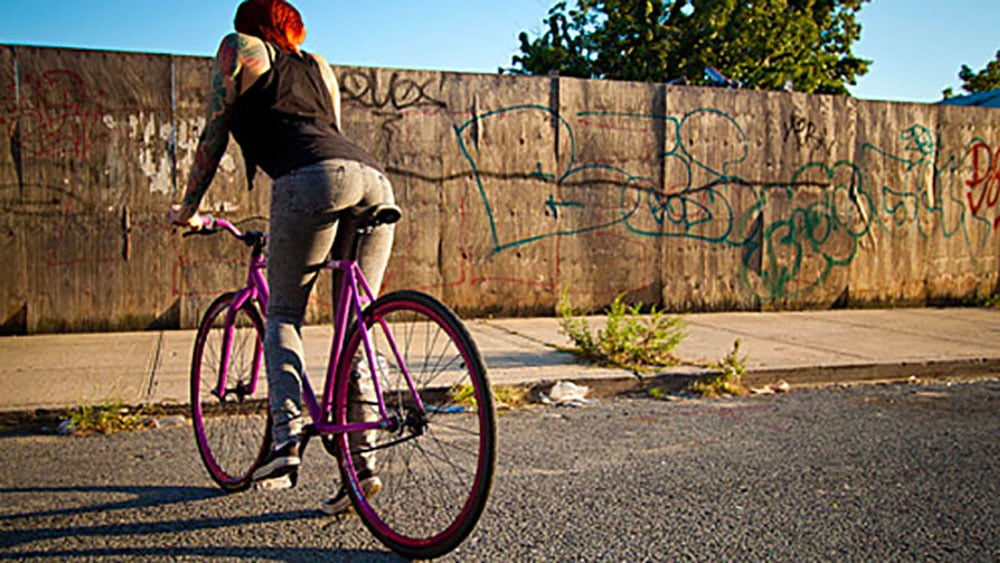 Girls on bicycles = fixies + filles
