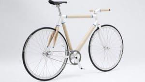 Vélo fixie avec un cadre en bois ultra léger