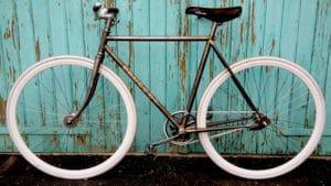 Singlespeed Peugeot style Rusty en rétropédalage