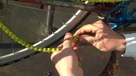 Monter une chaîne de vélo sur un pignon fixe ou un singlespeed