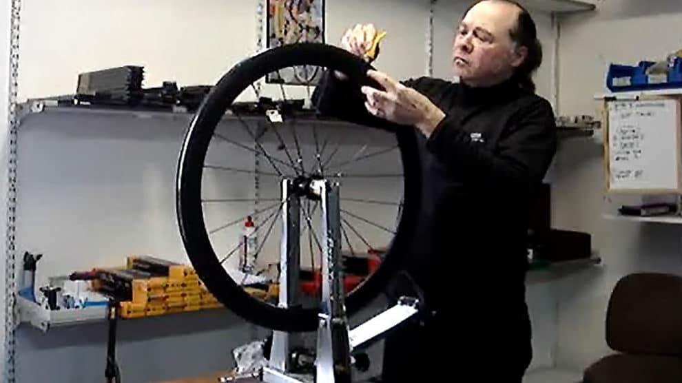 Savez vous monter et coller des pneus à boyaux ?
