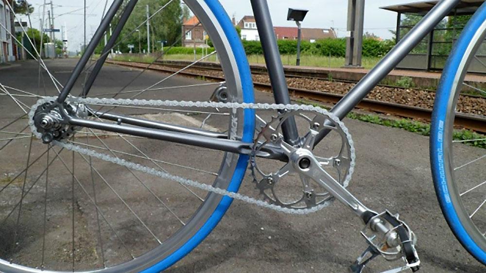 Encore un Jacques Anquetil transformé en pignon fixe ...