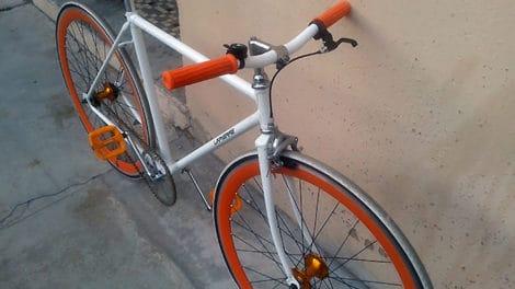 Pignon fixe orange et blanc Lapierre !