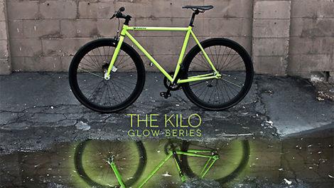 The Kilo Glow : un pignon fixe phosphorescent la nuit