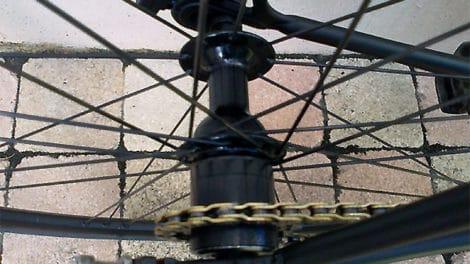 Transformer une roue libre en pignon fixe avec Francky