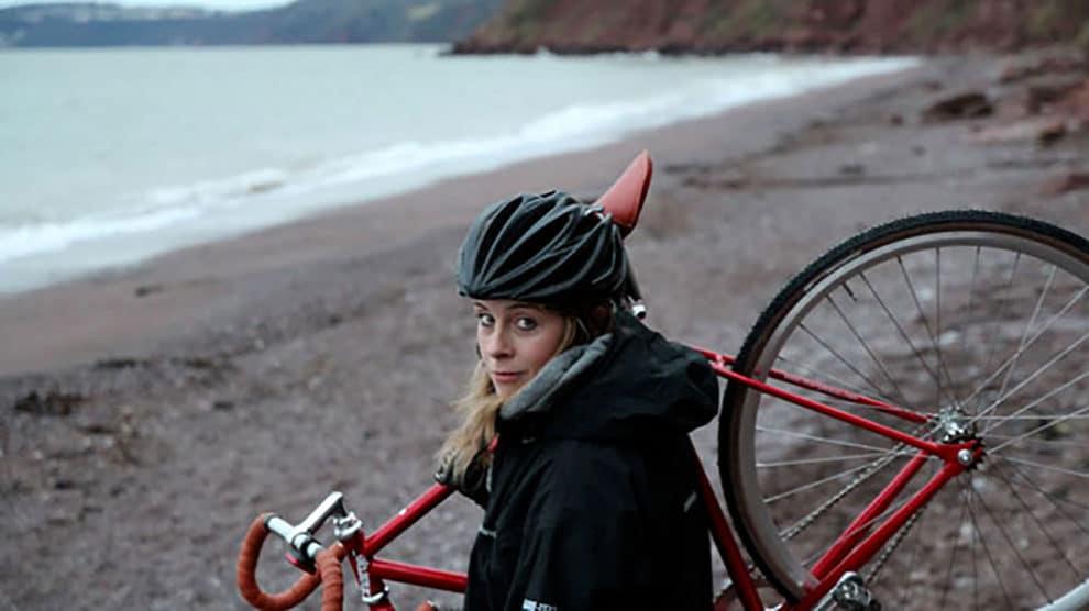 Juliet Elliott, la vidéo On the other side of the night