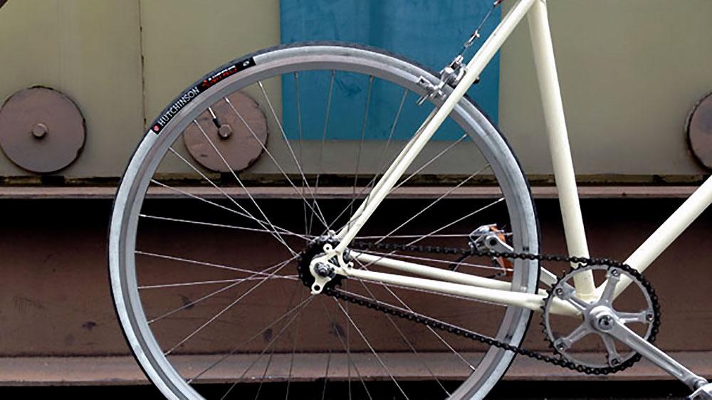 Vélo de type fixie ou pignon fixe Reynolds 1977 blanc crème