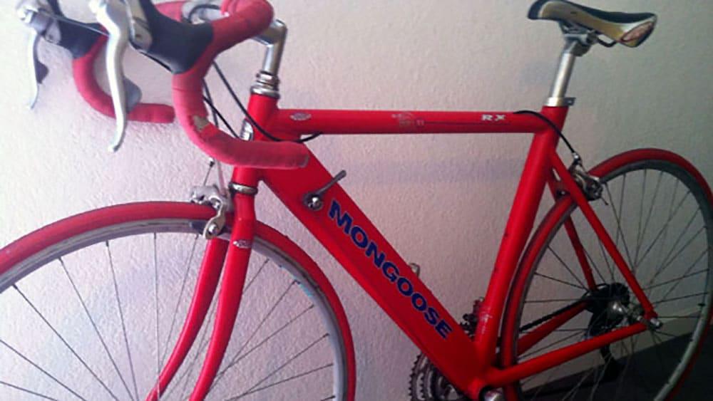 """Vélo Mongoose Xt de 1996 """"stickérisé"""" en flip flop"""