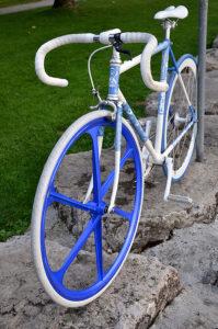 Vélo flip flop à la manière de Chairman Ting