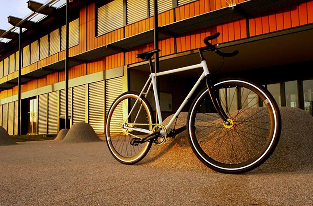 Un vélo fixie Francesco Moser Cizeron avec freinage à disque