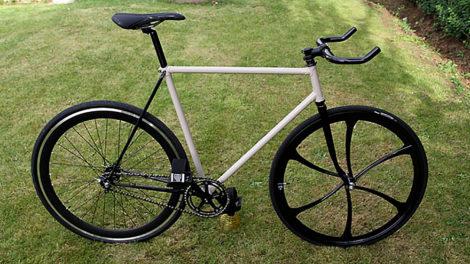 Le vélo pignon fixe sur base d'un Peugeot de course