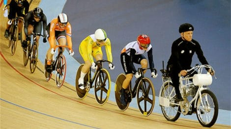Keirin, épreuve de vélo de piste avec une mobylette devant !