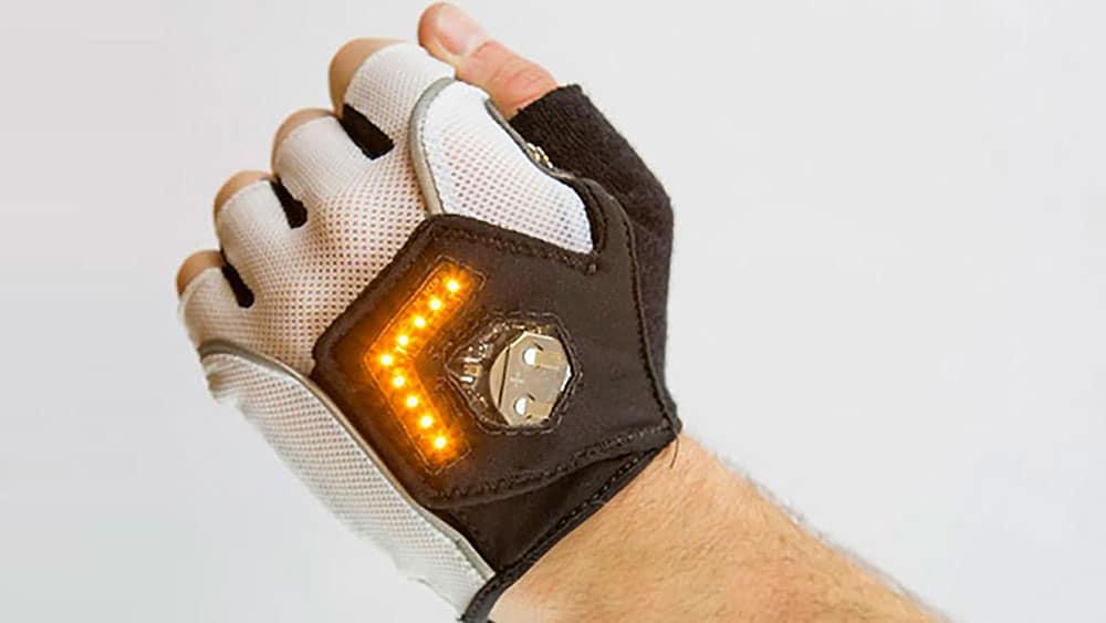 Les gants Zackees clignotants pour éviter l'accident !