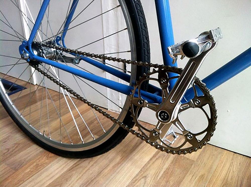 Vélo singlespeed rétropédalage Motobécane bleu et chrome