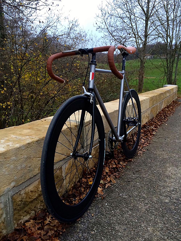 Vélo fixie pignon fixe sur base d'un Peugeot Performance 300