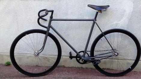 Montage d'un vélo fixie en vidéo avec les différentes étapes