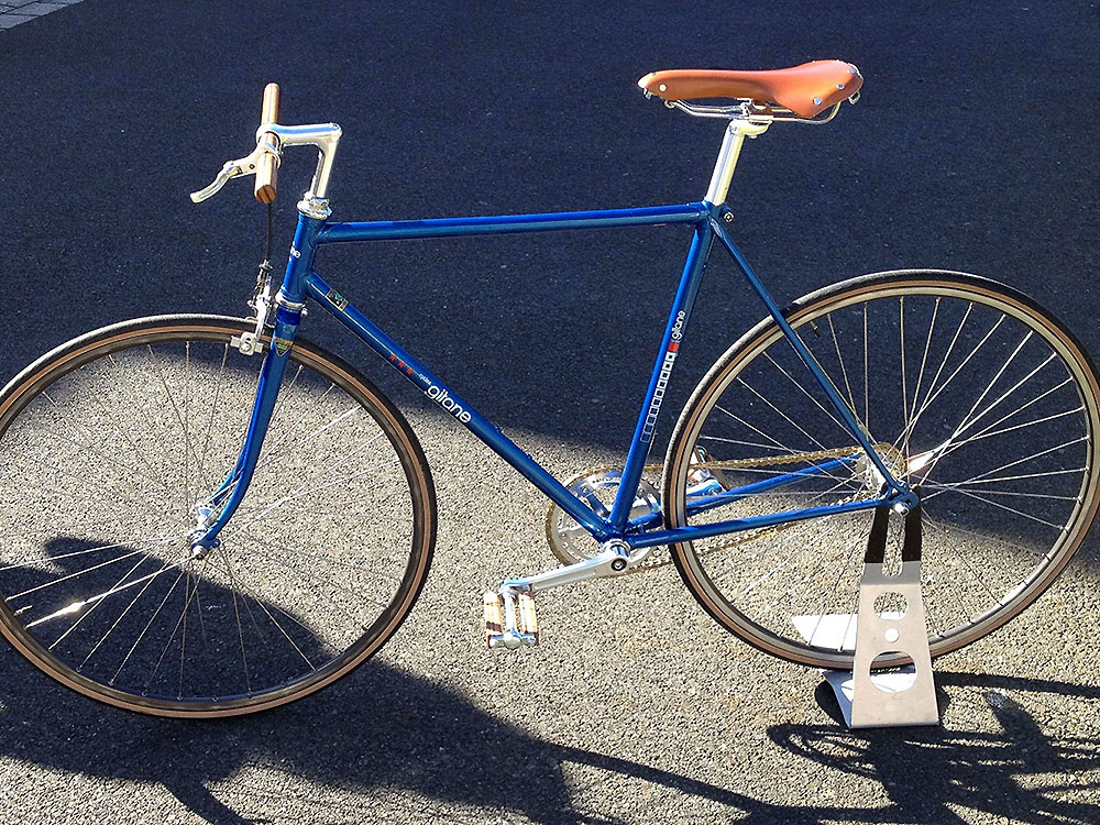 Un vélo Gitane de 1978 devenu un singlespeed avec du bois