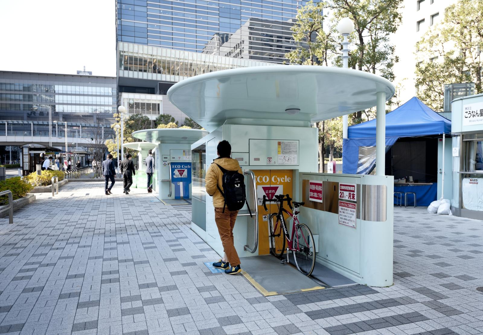 Au Japon on gare son vélo dans un parking sous-terrain