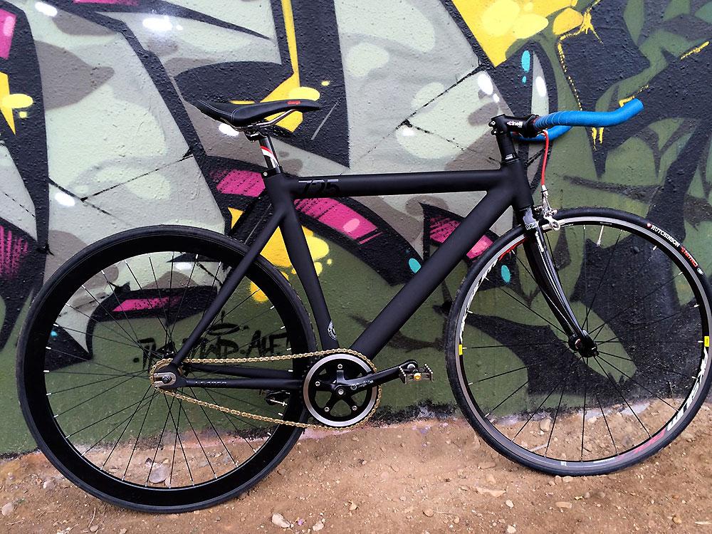 Montage d'un vélo pignon fixe Leader 725 sur Orléans