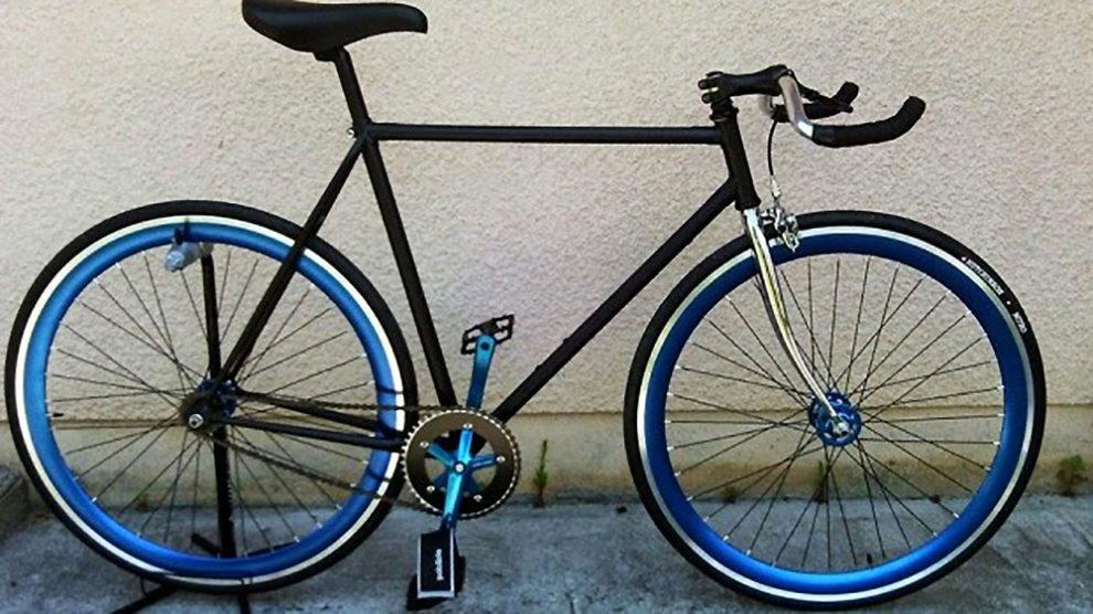 Vélo pignon fixe black & blue de notre internaute du jour