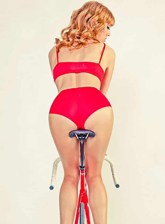 Les belles pin-ups en photo et en vélo de Trevor Brady