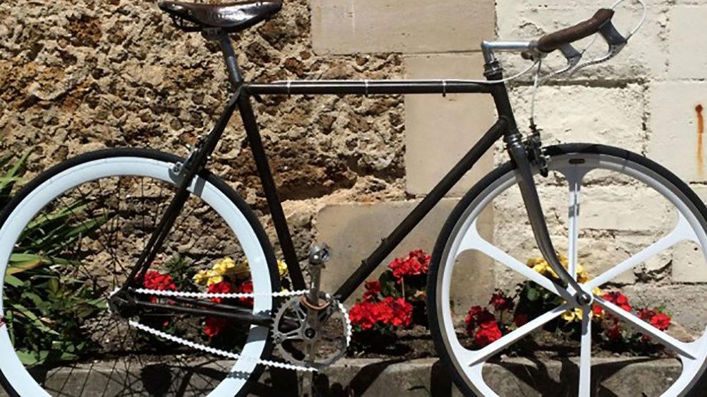 Vélo singlespeed d'un internaute sur une base de vélo Cinelli
