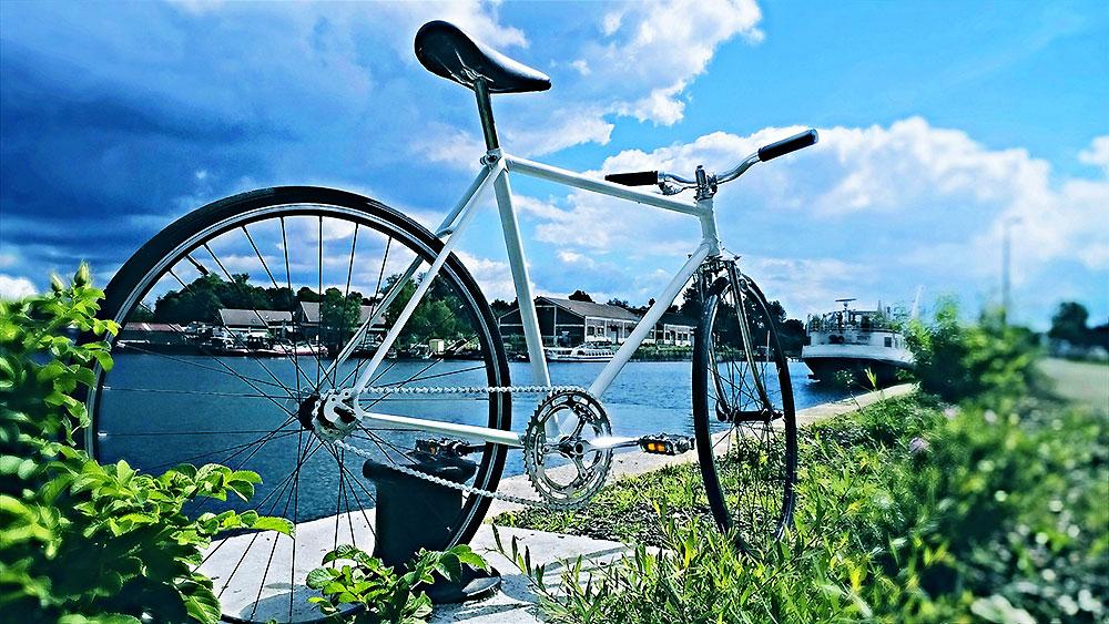 Une vielle randonneuse Valdenaire de 1973 devenue vélo singlespeed