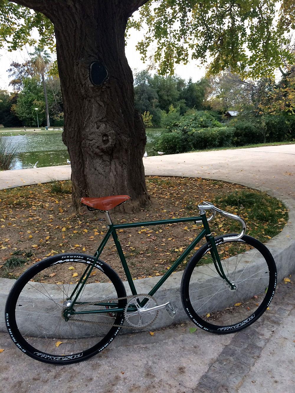 vélo fixie sur la base d'un vélo de course Motobécane