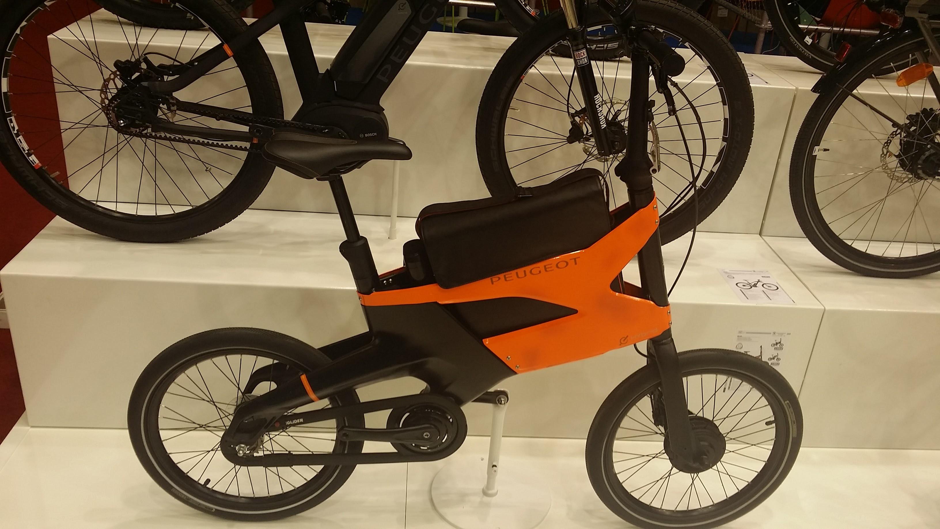 le v lo urbain hybrid bike ae21 de chez peugeot. Black Bedroom Furniture Sets. Home Design Ideas