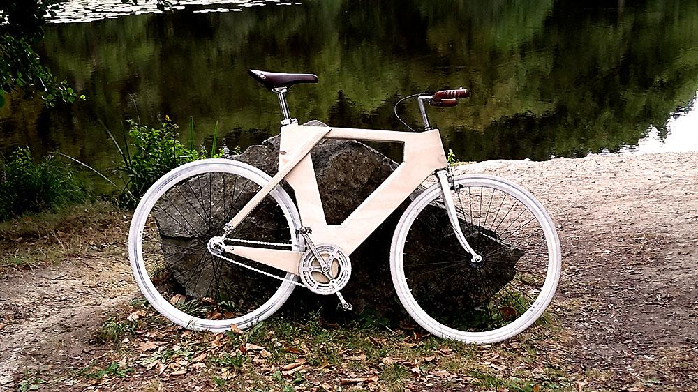 Coffrage en bois pour un vélo fixie pas comme les autres