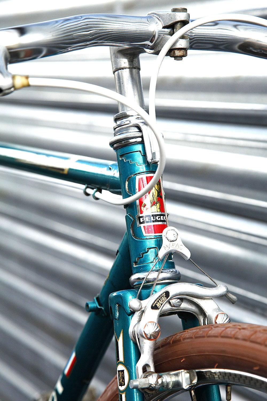 Vélo singlespeed sur la base d'un demi-course Peugeot