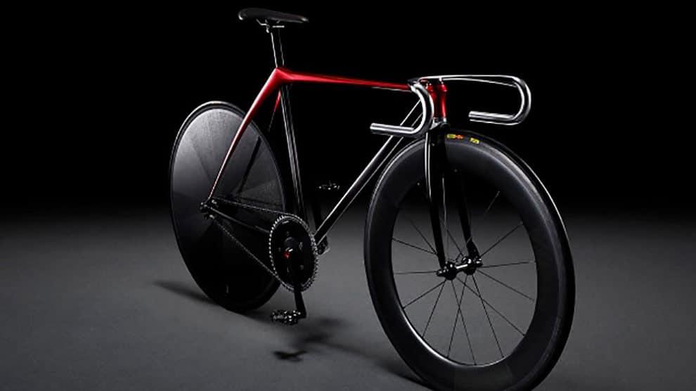 Le constructeur automobile Mazda expose un vélo fixie