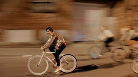 Le clip fixie singlespeed folk Ariane Moffatt Too Late