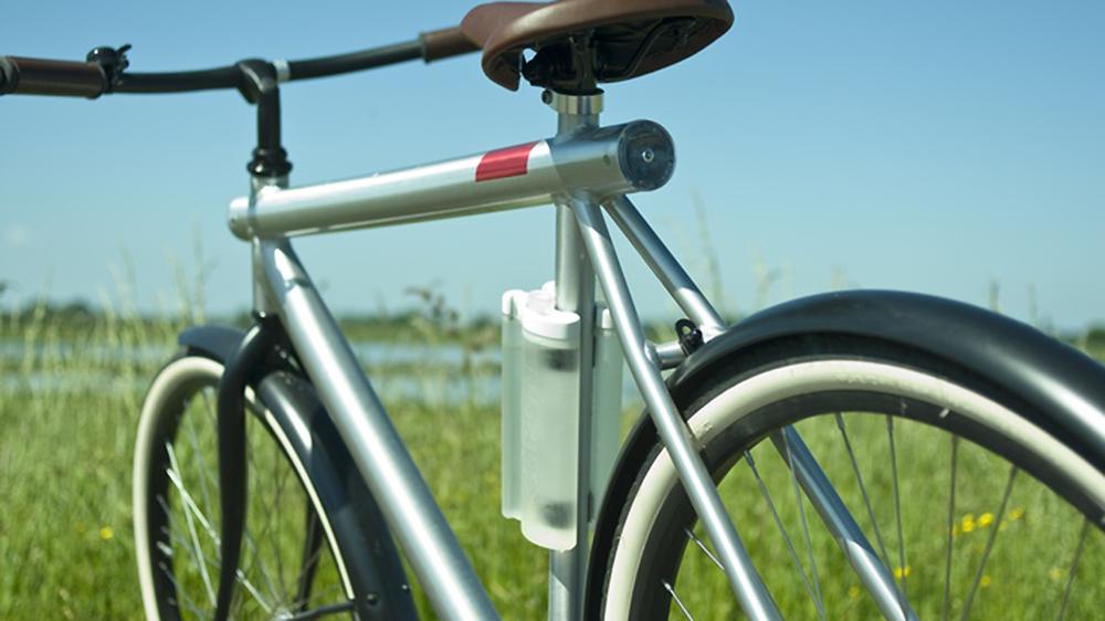 Clipon, la gourde à vélo qui se clipse sur le cadre