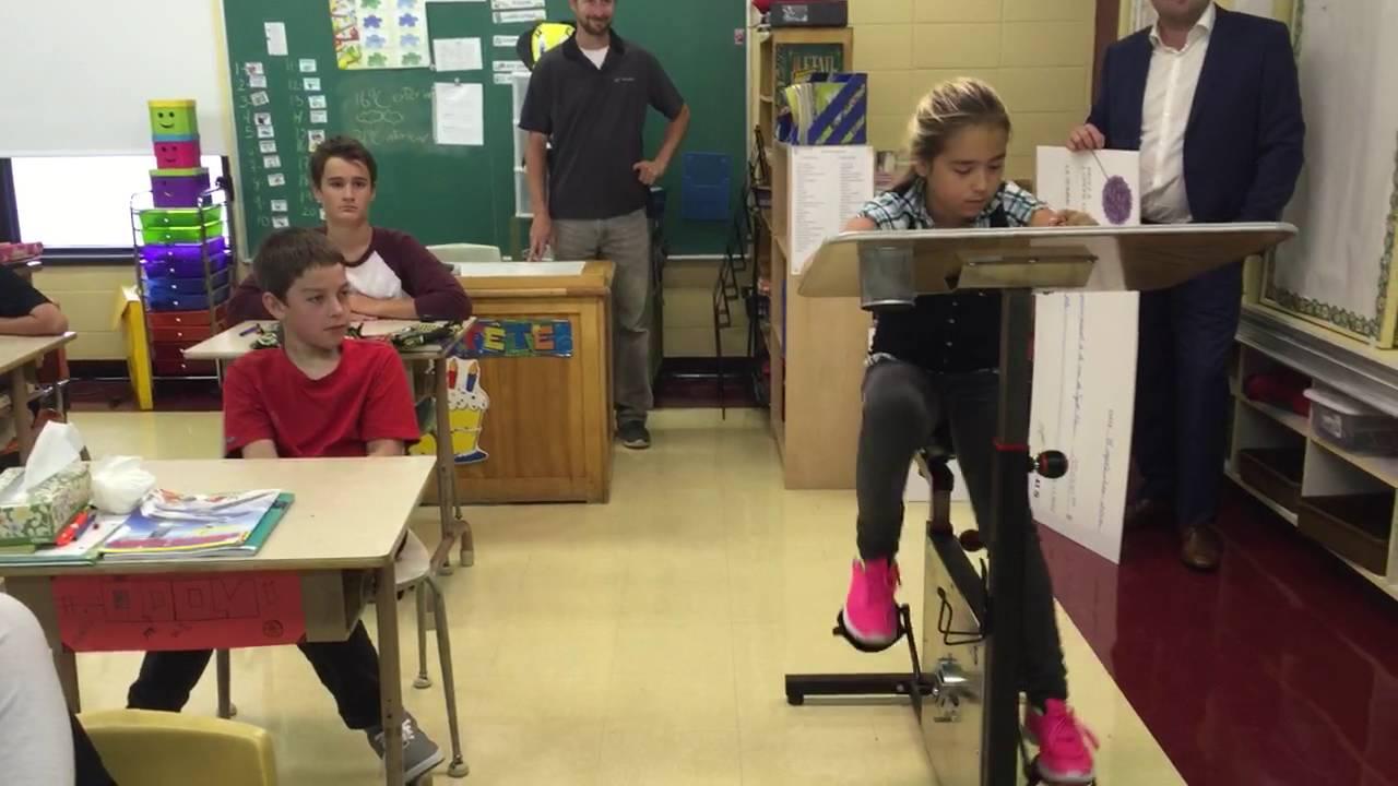 Un vélo pupitre pour calmer les enfants en classe