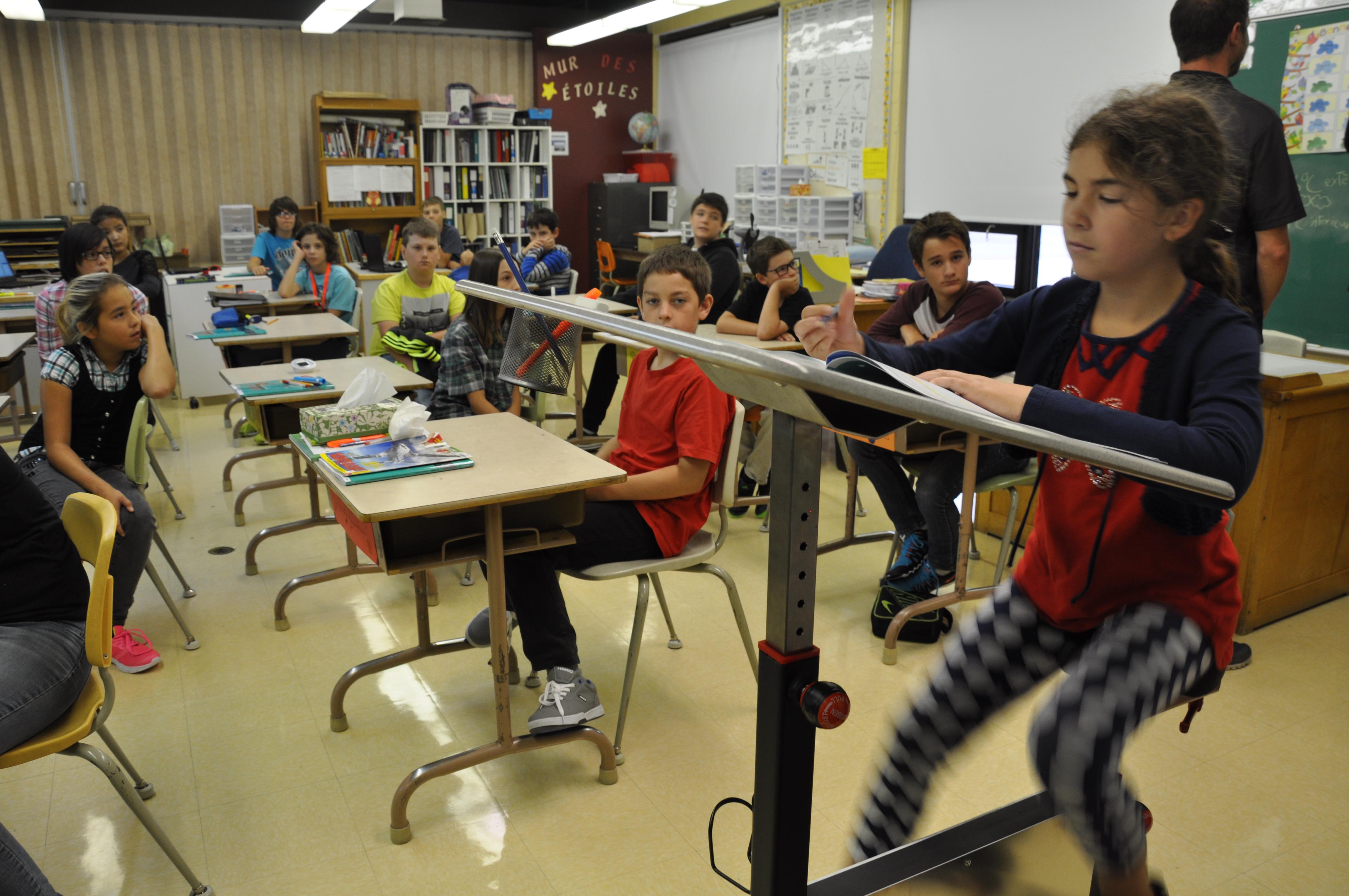 UnUn vélo pupitre pour calmer les enfants en classe