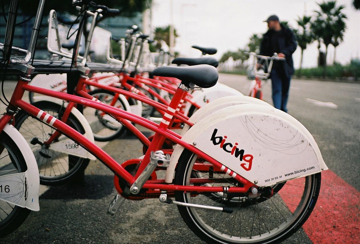 visitez barcelone en prenant un v lo le bikesharing bicing. Black Bedroom Furniture Sets. Home Design Ideas