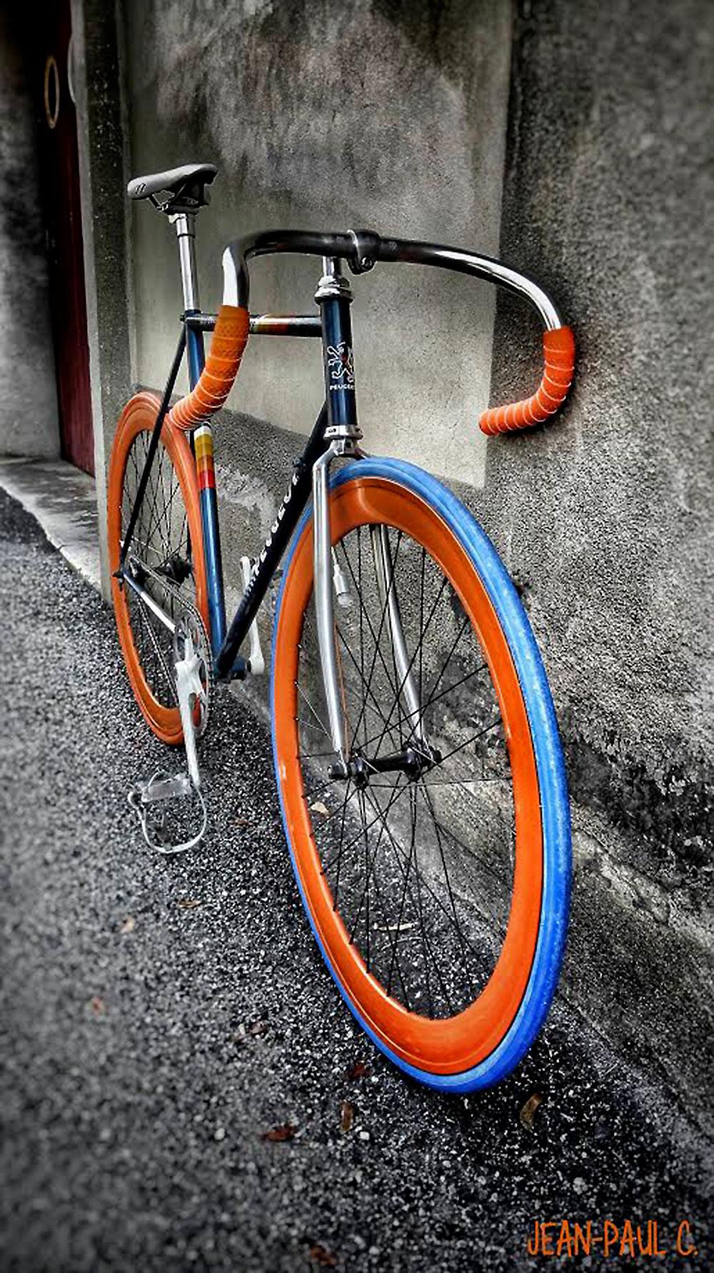 Vélo de course Peugeot Mont Blanc devenu un pignon fixe