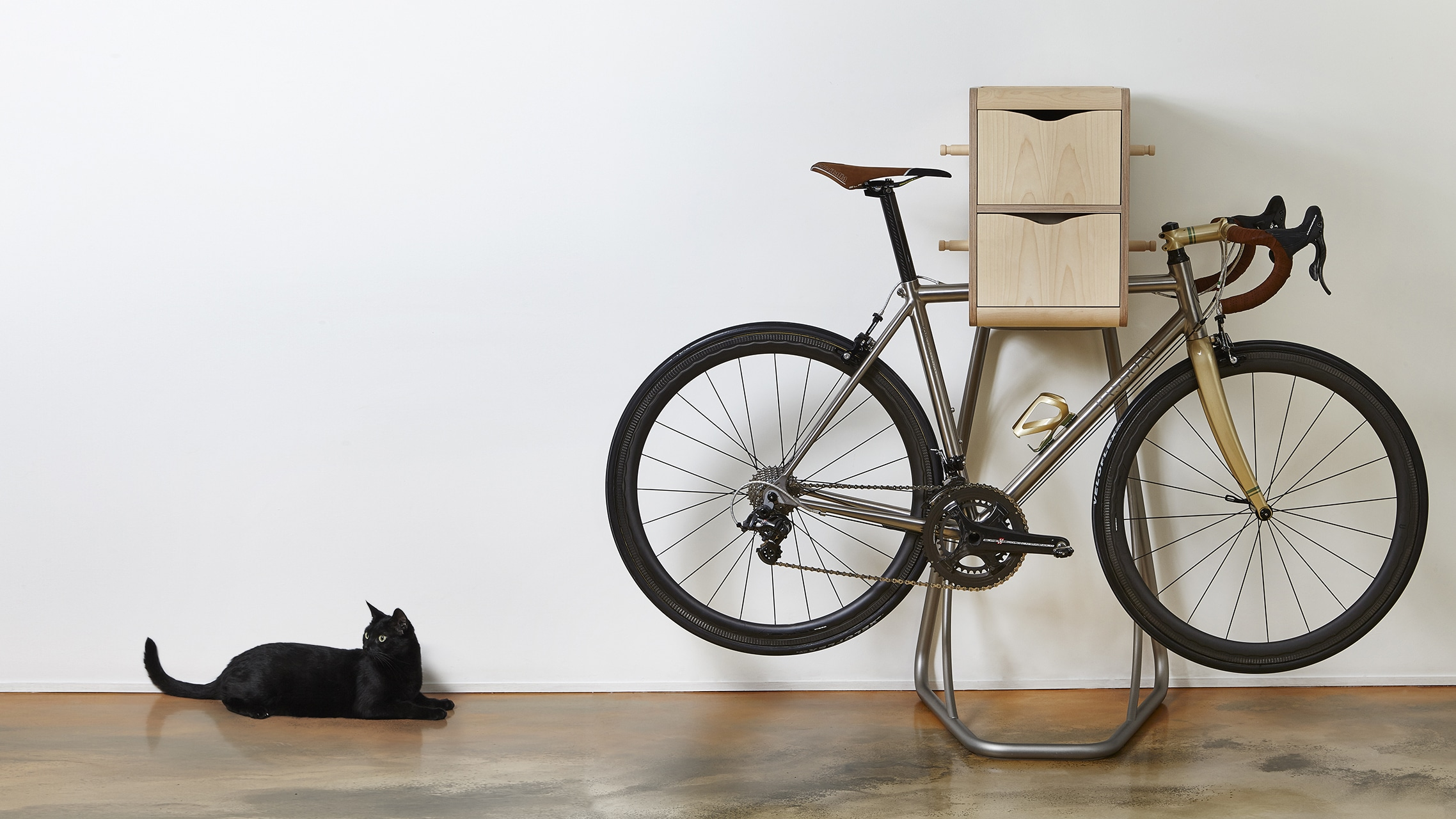 bike butler un meuble de rangement pour cyclistes. Black Bedroom Furniture Sets. Home Design Ideas