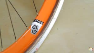 Comment assembler une chambre à air et un pneu de vélo