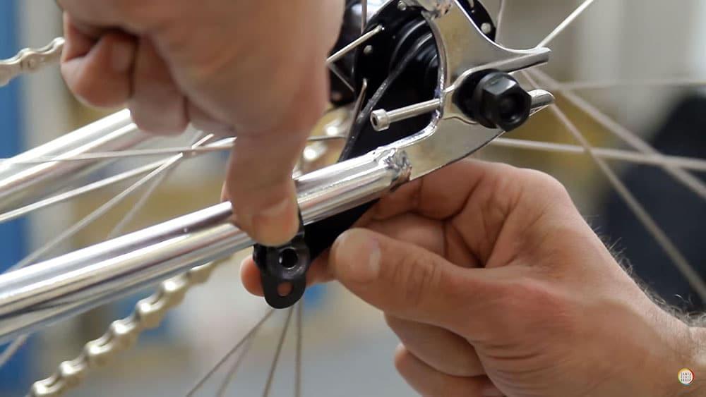 Vidéo comment installer une roue rétropédalage à son vélo