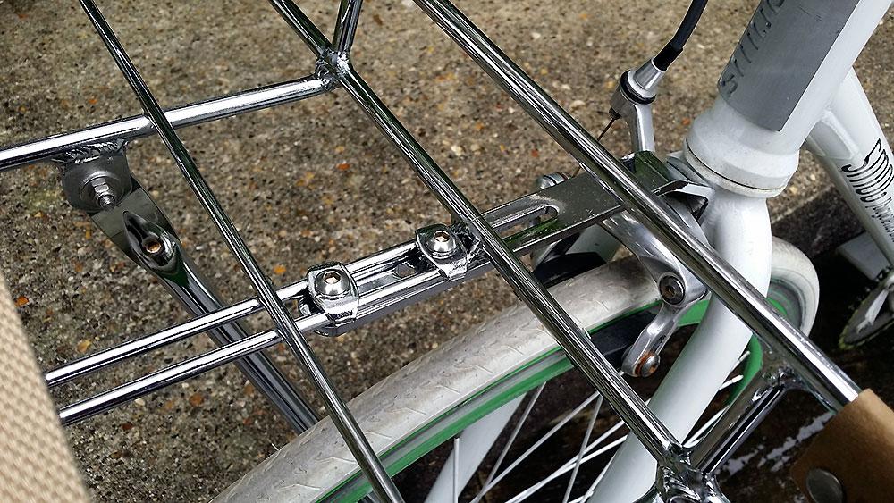Porte-bagage vélo urbain Portland Basil avant avec rebords