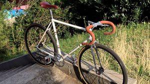 Réalisation d'un vélo pignon fixe / fixie sur la base d'un Peugeot de course