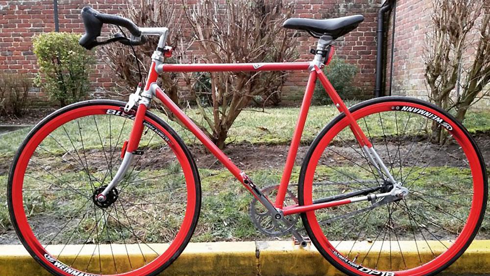 Vélo de type singlespeed sur un vélo de course Cucheval