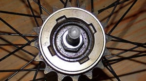 Comment démonter une roue libre singlespeed de roue arrière