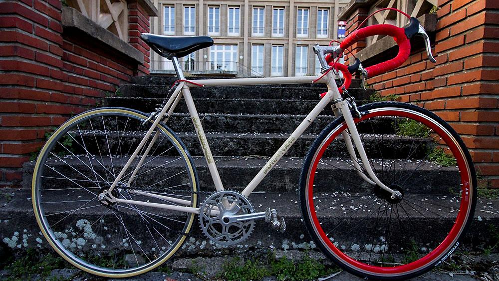 Vélo de course Motobécane transformé en vélo singlespeed