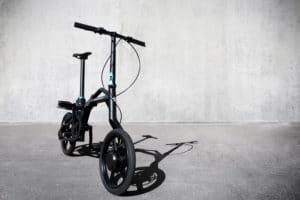 Vélo urbain pliant Peugeot eF01 à assistance électrique pratique et agile
