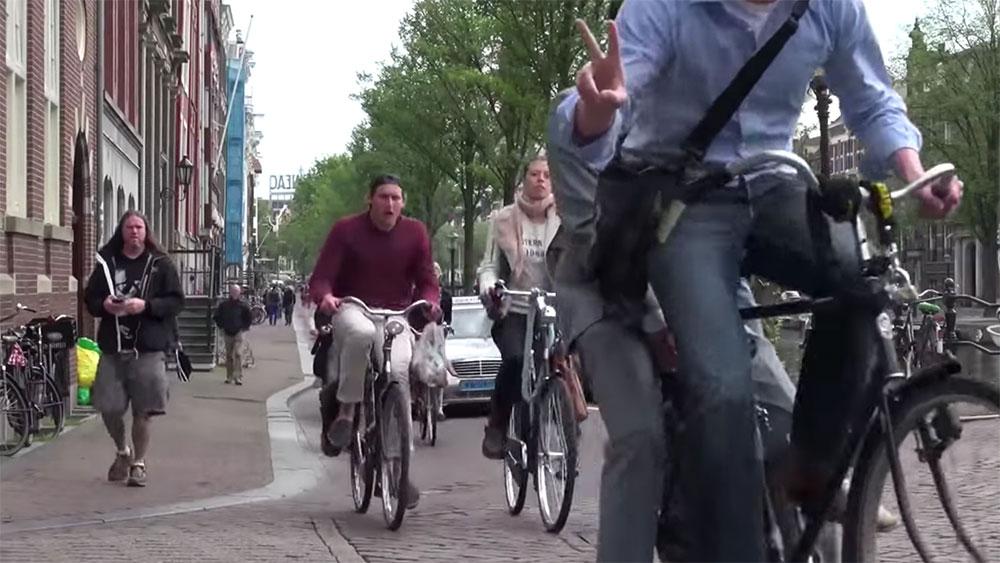 Vidéo respecter les cyclistes lors du permis de conduire hollandais