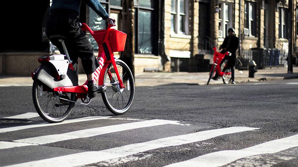 Uber se met aux vélos et aux trottinettes électriques en libre service