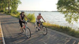 Le vélo, sport populaire chez les seniors et les actifs